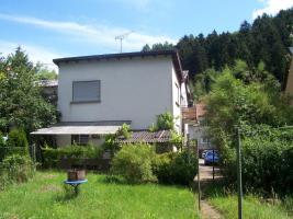 Foto 2 1-2 Familienhaus mit grossem Garten