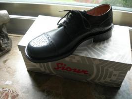 Foto 5 1 Karton mit Herrenbekleidung sowie Schuhe günstig abzugeben