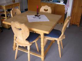 1 Landhaus Bauerntisch Ahorn massiv 100/100 cm + 4 Stühle Fichte massiv