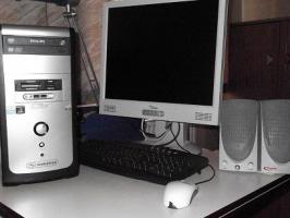 1 PC + Monitor + Lautsprecher zu verkaufen
