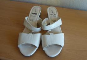 1 Paar weiße Pantoletten 8,5 G Ara