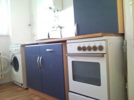 Foto 3 1 Zi 308 EUR warm am U-Grenzalle mit Laminat, PVC, EBK, hell im EG