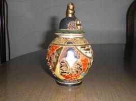 1 hübsche japanische Porzellan Vase und Teller