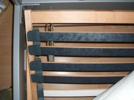Foto 2 1 schönes 140 x 200 cm Bett inklusiver Kaltschaummatratze und Federholzrahmen