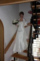 1 wunderschönes, cremefarbenes Brautkleid , Größe 36, inklusive Reifrock und Stola