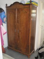 100 Jahre alter Kleiderschrank