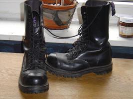 14 Loch Boots