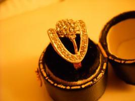 18 Karat Ring, gelb- und Weißgold mit Steinen