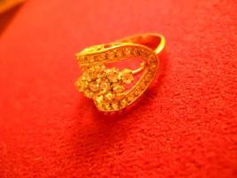 Foto 3 18 Karat Ring, gelb- und Weißgold mit Steinen