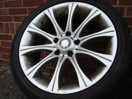 18 Zoll Original BMW Styling 135 Felgen & Reifen (Einsatz 5 X 120)  Farbe: Silber Durchmesser: 18 Zoll Rastermaß: 5 x 120 Offset: 20 Band Marke: HP Sport Reifengröße: 245 / 40R18 Preis: € 549.-  Exchange ist, wenn angemessene möglich!  220