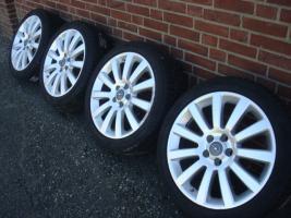 Foto 2 18 Zoll ursprünglichen Opel OPC Felgen & Reifen (Einsatz 5 X 110)  Farbe: Silber Durchmesser: 18 Zoll Rastermaß: 5 x 110 Offset: 41 Reifenmarke: Dunlop Reifengröße: 215 / 40R18 Preis: € 1199.-  Solange die Anzeige immer noch leuchtet, sind die Felgen noch