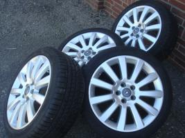 Foto 3 18 Zoll ursprünglichen Opel OPC Felgen & Reifen (Einsatz 5 X 110)  Farbe: Silber Durchmesser: 18 Zoll Rastermaß: 5 x 110 Offset: 41 Reifenmarke: Dunlop Reifengröße: 215 / 40R18 Preis: € 1199.-  Solange die Anzeige immer noch leuchtet, sind die Felgen noch