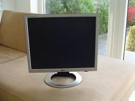 Foto 2 19 Zoll Monitor von LG Silber