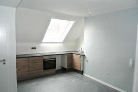 Foto 4 2/3-ZI Dachgeschosswohnung mit einbauküche. ZENTRAL. PROVISIONSLOS