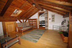 Foto 2 2-3 Zimmer Dachgeschoss-Wohnung