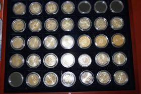 Foto 2 2 EURO Gedenkmünzen ab 2002 ( auch San Marino + Vatikan )