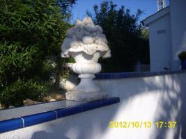 2 Garten-Steinskulpturen Obstkorb,65 cm hoch