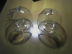 2 Glaskugeln mit Teelichtern