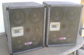 2 Kompakte Pa-Boxen 3Wege / Umschaltbar auf nur Subwoofer betrieb.
