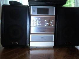 Foto 3 2 MP3-Player von Apple , 2 Verstärker , 1 Steroanlange von Philips und eine von scott mit DVD