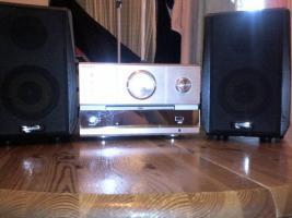 Foto 4 2 MP3-Player von Apple , 2 Verstärker , 1 Steroanlange von Philips und eine von scott mit DVD