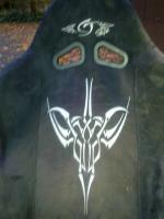 2 Schalensitze mit silbergrauem Alcantarabezug, Tribals auf Rückenlehne
