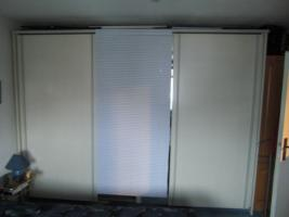 Foto 2 2 Schwebetüren Kleiderschränke mit Spiegel weiß / grau