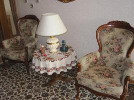 .2 Sessel -breit- mit Muster und Schnitzereien