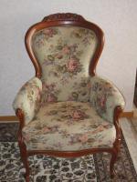 Foto 2 .2 Sessel -breit- mit Muster und Schnitzereien