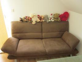 Foto 2 2 Sitzer, Sessel und Couchtisch