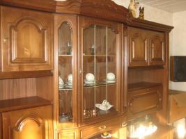Foto 2 2 Wohnzimmerschränke und 1 Phonoschrank, Nussbaum antik