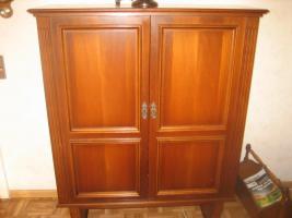 Foto 5 2 Wohnzimmerschränke und 1 Phonoschrank, Nussbaum antik