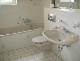 2 Zimmer –Wohnung, ca 75 qm, Badezimmer, Küche, Abstellkammer u. Terrasse