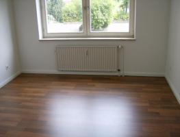 Foto 3 2 Zimmer –Wohnung, ca 75 qm, Badezimmer, Küche, Abstellkammer u. Terrasse