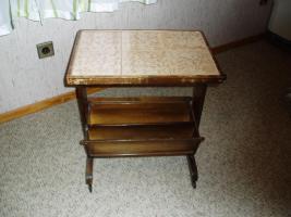 2 verschieden Tischchen aus Nachlass