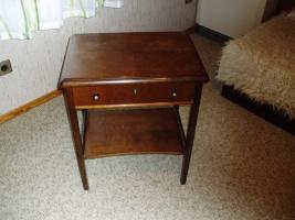 Foto 2 2 verschieden Tischchen aus Nachlass