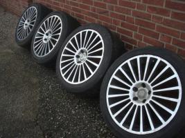 Foto 2 20 ''1000 MIGLIA MERCEDES ML Klasse R Felgen & Reifen 5x112  Schöne Mercedes Benz Felgen mit Reifen. Komm unter meine M-Klasse aus. ML 270 W163  Größe: 20 Zoll Nabenbohrung: 66,6 Rastermaß: 5 x 112 ET: 45  Reifengröße: 275/55/20 2 Reifen mit 4mm Profil 2