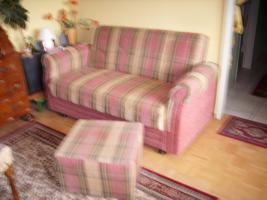 2er wohnzimmercouch mit bettlade und hocker