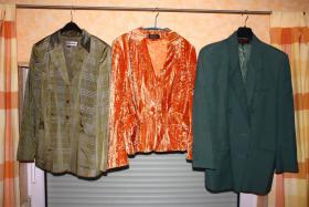 3 Blazer, 3 Hosen, 1 Weste, 1 Seidentop