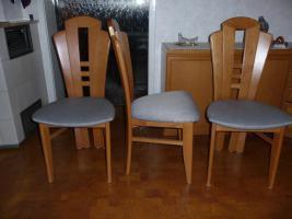 3 Stühle und Bank