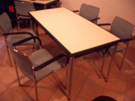 3 Tische mit 12 Stühlen