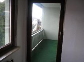 3 Zimmer, Küche, Bad, überdachter Balkon 65 qm