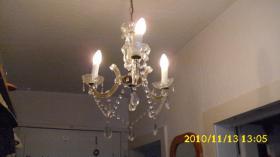 3-flammiger Leuchter mit Glastropfen