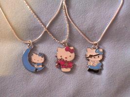 3 neue Silberketten (gestempelt 925) mit verschiedenen Hello Kitty Anhängern