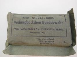 Foto 2 3 verschiedene Verbandspäckchen der Bundeswehr
