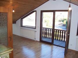 Foto 2 3,5 Zimmerwohnung mit Kachelkamin-Ofen in ruhiger Aussichtslage Kaltmiete: 590 EUR