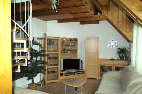 4-Zi-DG-Maisonette-Wohnung in Aichtal-Gr�tzingen mit Sichtgeb�lk, 2 Designerb�dern, Kaminofen