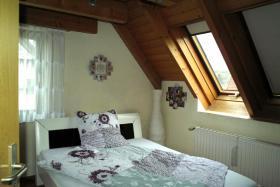 Foto 6 4-Zi-DG-Maisonette-Wohnung in Aichtal-Gr�tzingen mit Sichtgeb�lk, 2 Designerb�dern, Kaminofen
