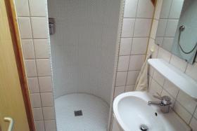 Foto 7 4-Zi-DG-Maisonette-Wohnung in Aichtal-Gr�tzingen mit Sichtgeb�lk, 2 Designerb�dern, Kaminofen
