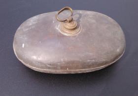 4 antike Bettwärmer und ein antiker Bauch- oder Nierenwärmer